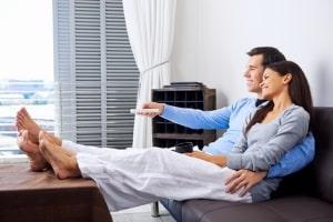Abmelden von Hartz 4: Auch das Zusammenziehen mit dem Partner kann ein Grund sein.
