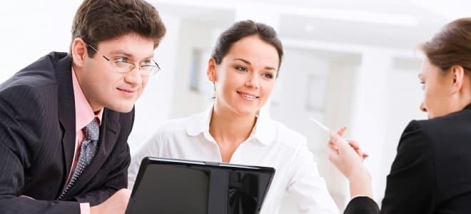 Die Agentur für Arbeit bietet eine Berufsberatung für Jugendliche und Erwachsene an.
