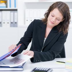 Ein anonymer Lebenslauf muss nicht von Anfang an geschwärzt sein - das übernimmt die Personalabteilung.