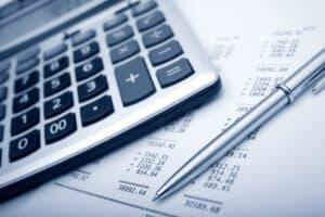 Beim Antrag auf Arbeitslosengeld 2 wird auch Ihr Einkommen mit Ihrem Anspruch verrechnet.
