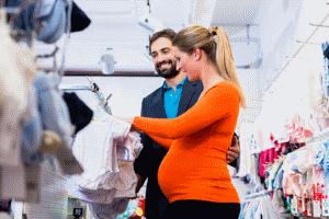 Antrag stellen: Schwangerschaftsbekleidung kann vom Jobcenter übernommen werden.
