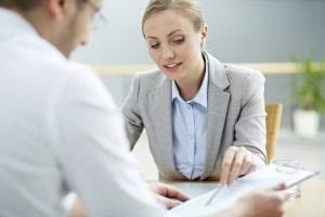 Legen Sie dem Arbeitsamt Ihr psychologisches Gutachten vor, kann Ihr Sachbearbeiter es mit Ihnen besprechen.