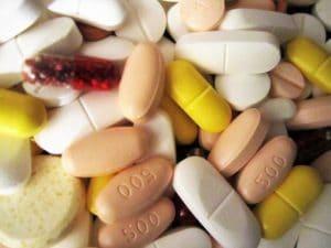 Die Befreiung von der Zuzahlung kann bei der Krankenkasse eingereicht werden, wenn die Belastungsgrenze (z. B. für Medikamente) erreicht ist.