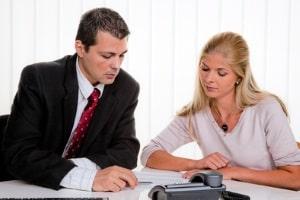 Sie können den Beratungsschein beim Anwalt gegen Rechtsberatung eintauschen.