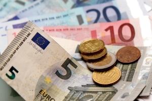 Wurde der Darlehensantrag vom Jobcenter bewilligt, beginnt die Rückzahlung im folgenden Monat.