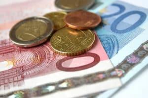 Welche Form können Sozialleistungen haben? Beispiele sind Geld- und Sachleistungen.