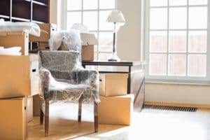 Bei einer geförderten Erstausstattung der Wohnung besteht kein Anspruch auf ausschließlich neue Möbel