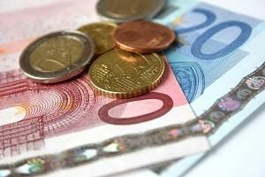 Überprüfung mit dem Gehaltsrechner: In Deutschland müssen Arbeitnehmer Steuern und Sozialabgaben zahlen.