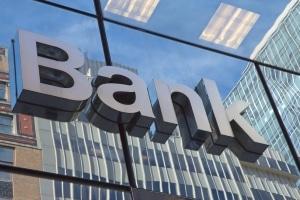 Bei der Bank Geld zu leihen ist für Arbeitslose häufig nur mit einem Bürgen möglich.