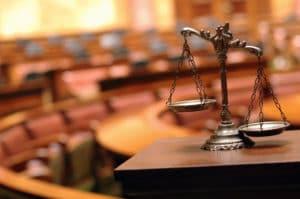 Hartz-4-Ratgeber: Wollen Sie vor Gericht ziehen? Dann sollten Sie sich vorher über finanzielle Hilfen informieren.