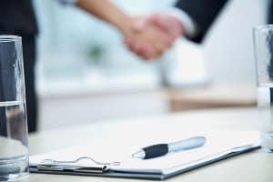 Hartz 4: Ein Untermietvertrag sollte stets schriftlich aufgesetzt werden, damit er beim Jobcenter vorgelegt werden kann.