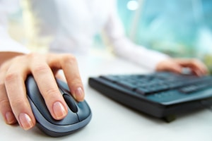 Nur einen Klick entfernt: Über eine Jobbörse deutschlandweit Angebote finden.