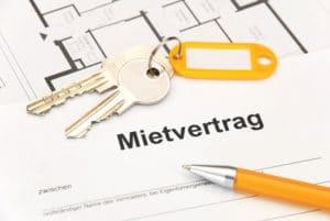 Das Jobcenter gewährt Leistungen für die Unterkunft und Heizung, wenn ein Mietvertrag vorgelegt wird.