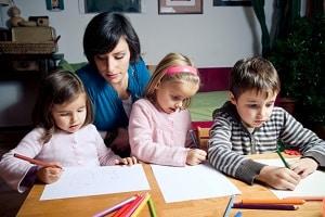 Der Nachwuchs von Alleinerziehenden ist oft von Kinderarmut in Deutschland betroffen.