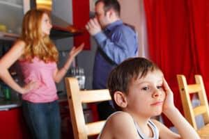 Beim Kindergeld wird die Auszahlung an denjenigen geleistet, der sich hauptsächlich um das Kind kümmert - das ist z. B. nach einer Scheidung wichtig.