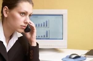Kredit trotz schlechter SCHUFA: Unseriöse Anbieter haben oft teure Beratungshotlines.