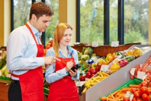 Wollen Sie nicht so viel Geld für Lebensmittel als Hartz-4-Empfänger ausgeben, können Sie in kleinen Supermärkten oder auf dem Markt fragen.