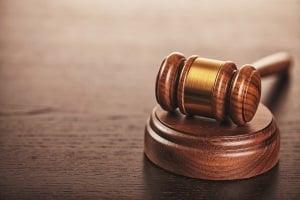 Nachzahlung des Jobcenters aufs P-Konto? Ein Gericht entschied zugunsten des Leistungsempfängers.