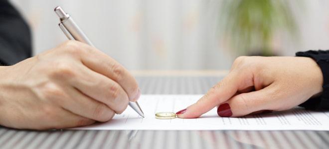 Auch bei einer Online-Scheidung benötigen Sie mindestens einen Anwalt.