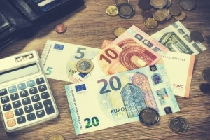 Sie müssen die PKH zurückzahlen, wenn Ihr einzusetzendes Einkommen 20 Euro übersteigt.