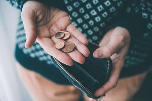 Prozesskostenhilfe beantragen: Sie müssen nachweisen, dass Ihr Einkommen nicht ausreicht, um die Gerichtskosten selbst zu tragen.