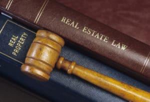Das Prozesskostenrisiko beschreibt den maximalen Kostenaufwand bei einem Gerichtsprozess.