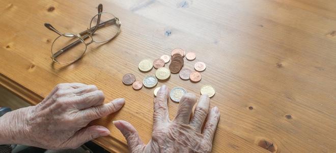 Zur Rente eine Grundsicherung erhalten: Welche Höhe ist möglich? Das hängt vom Einkommen ab.