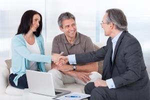 Einen Sofortkredit trotz Arbeitslosigkeit zu bekommen, ist häufig nur mit einem Bürgen möglich.