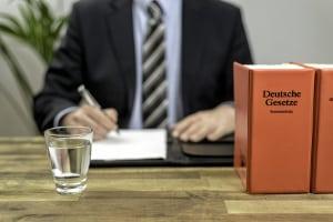 Ein im Sozialrecht tätiger Anwalt aus Köln hilft bei Problemen mit dem Jobcenter.