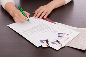 Tipp für die Steuererklärung: Sind Sie arbeitslos, können Sie Werbungskosten für Bewerbungen absetzen.
