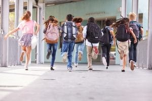 Ein Umzug ist für Kinder von Hartz-4-Empfängern nicht zumutbar, wenn dies einen zu langen Schulweg bedeutet.