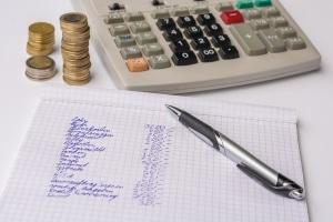 Sich von Verwandten Geld zu leihen ist für Arbeitslose möglich, wenn eine Rückzahlungsvereinbarung getroffen wird.