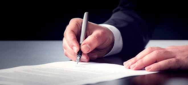 Nach dem Widerspruch erlässt das Jobcenter einen Widerspruchsbescheid vom Verwaltungsakt.