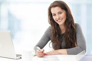 Die Wiedereingliederungshilfe hilft dabei, nach der Arbeitslosigkeit wieder in den Job zu starten.
