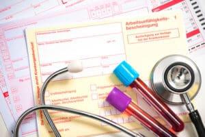 Die Zuzahlungsbefreiung kann Sie z. B. von den Kosten für verschreibungspflichtige Medikamente entbinden.